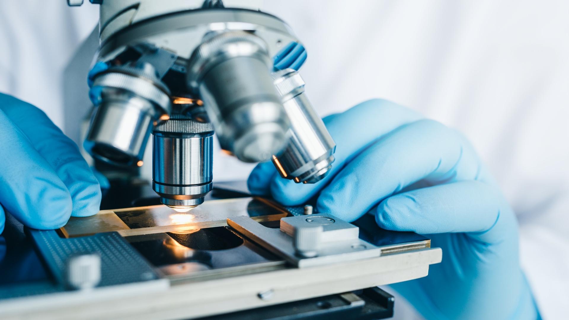 Mikroskop zur Untersuchung von Hautproben